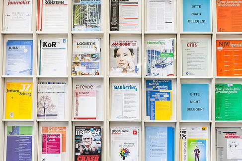 Zeitschriften im Regal © HTW Berlin/Nina Zimmermann